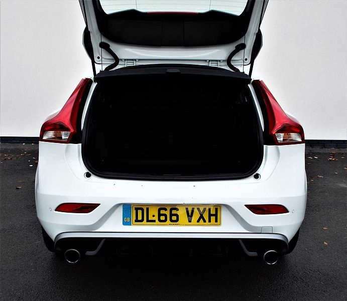 Volvo V40 T2 R-Design Manual Winter Pack, Rear Park Assist, City Safety