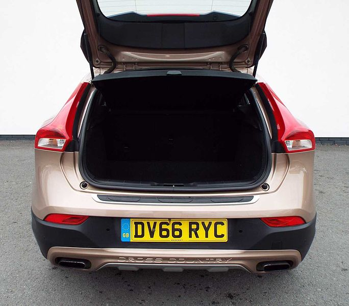 Volvo V40 T3 Cross Country Pro Automatic ( Winter Pack, Sensus Nav, Cruise Control, Heated Front Seats)