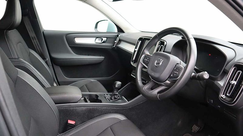 Volvo XC40 T3 Momentum Manual (Cruise Control, Rear Park Assist, Navigation Pro)