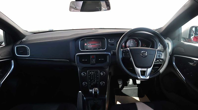 Volvo V40 T2 R-Design Manual (Nav Plus, Cruise Control, Rear Park Assist)