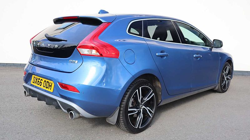 Volvo V40 D2 R-Design Pro Manual (Winter Pack, Rear Park Assist, Cruise Control)